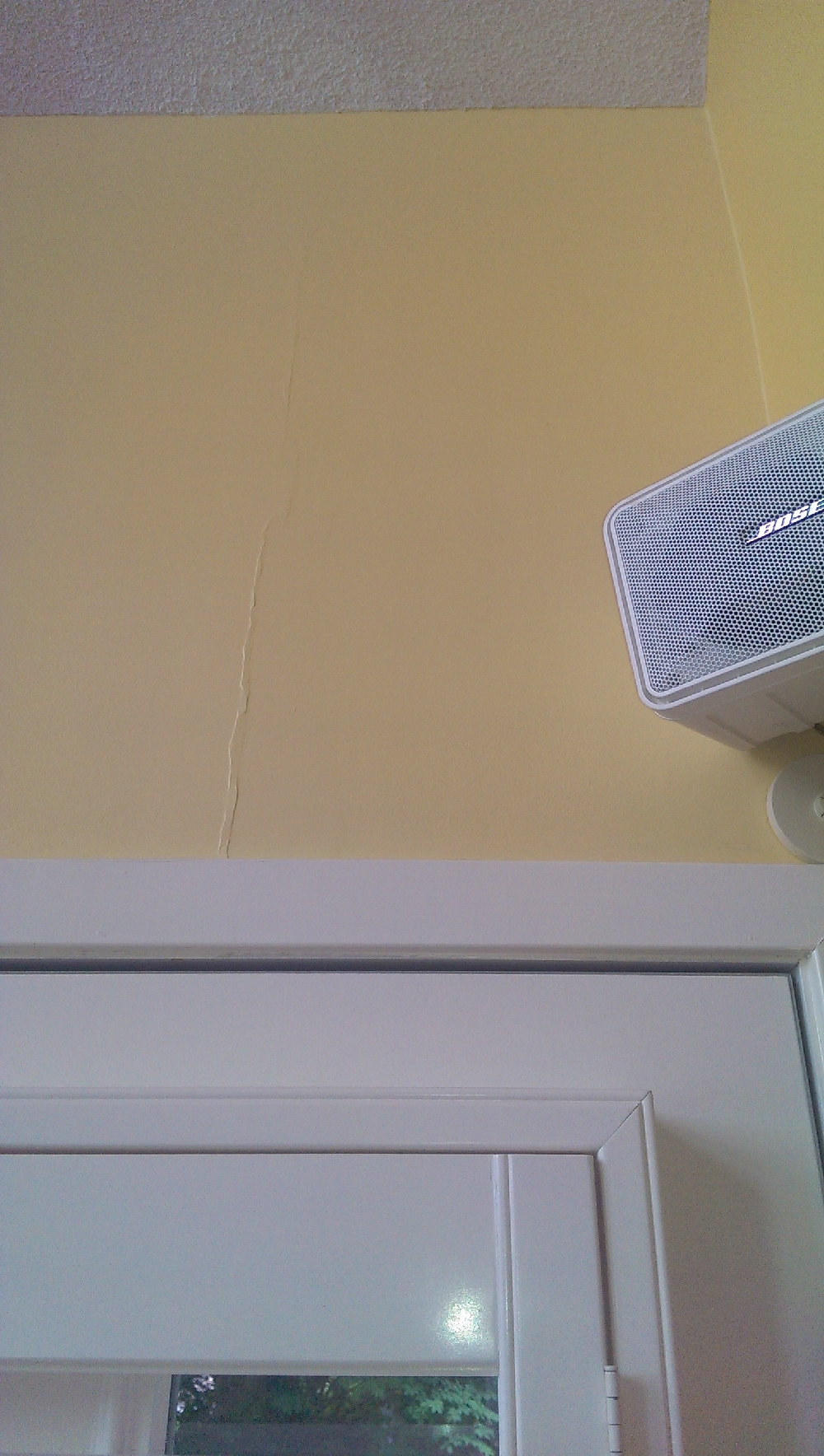 Kitchen - a small fold in the drywall in the living room from the beginning which is not a problem really