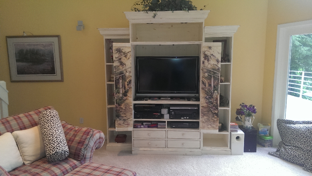 LR - Built in entertainment center
